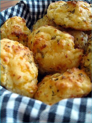 Cheesy-Garlic-Biscuits