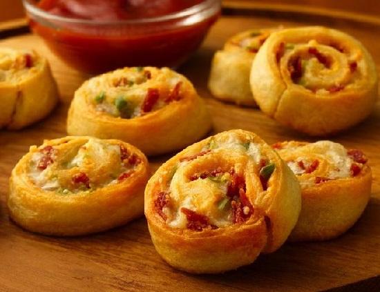 Bacon-Cheddar-Pinwheels